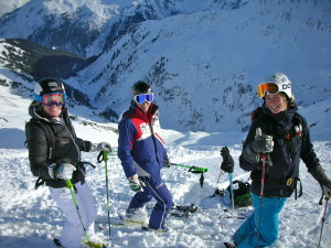 Gail, Jack and Maaike ready  to ski powder down to Verwall from the top of Maroi.