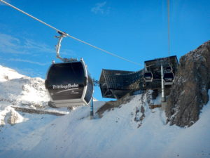 The new Flexenbahn middle station offers instant off piste options!